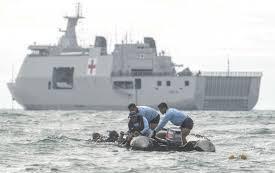 Prajurit Satkopaska Armada 1 melakukan operasi pencarian penumpang dan puing pesawat Sriwijaya Air SJ182 di perairan Kepulauan Seribu, Jakarta
