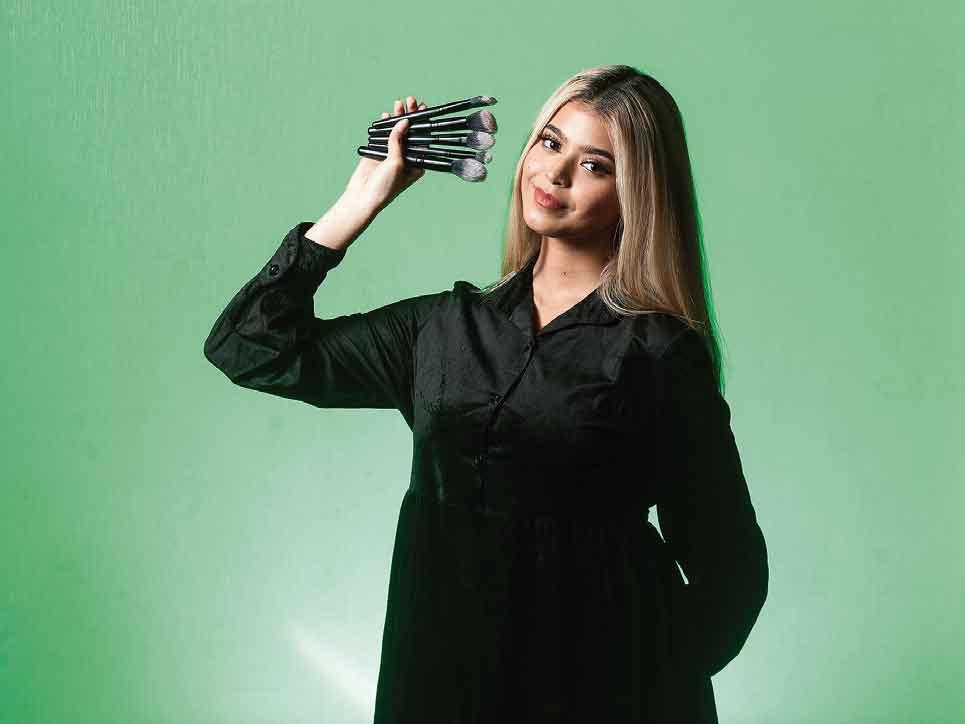 Jharna Bhagwani Beauty Influencer Viral