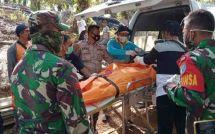 Proses evakuasi jenazah penambang yang tewas di lubang tambang yang jebol di Sungai Seribu RT 06, Kelurahan Pangkut, Kecamatan Arut Utara, Jumat, 20 November 2020.
