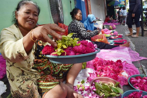 Penjual Bunga Musiman Penuhi Permakaman di Tasikmalaya