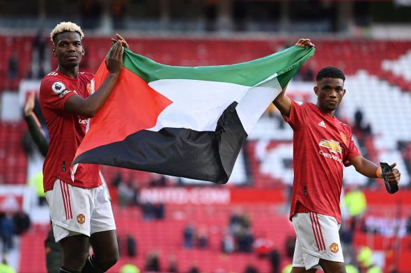 Pogba dan Diallo Kibarkan Bendera Palestina di Old Trafford