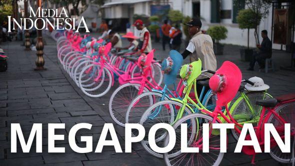 Sepeda Ontel Warna Warni Ikon Wisata Kota Tua