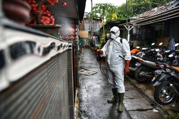 Rw Zona Merah Covid 19 Di Jakarta Berkurang Satu