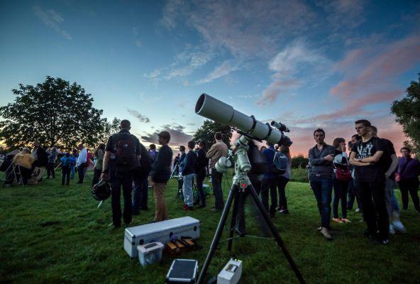 Sukarelawan Diminta Bantu Mencari Meteorit yang Jatuh di Prancis